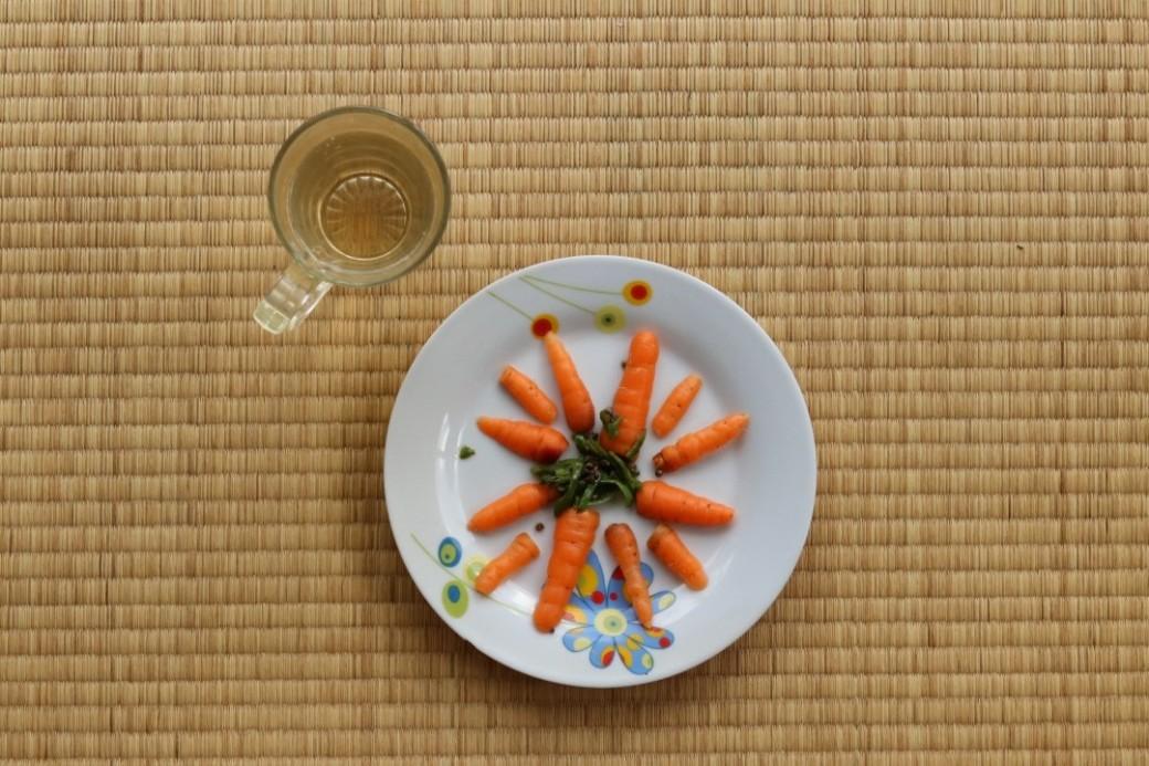 garden-carrots-top